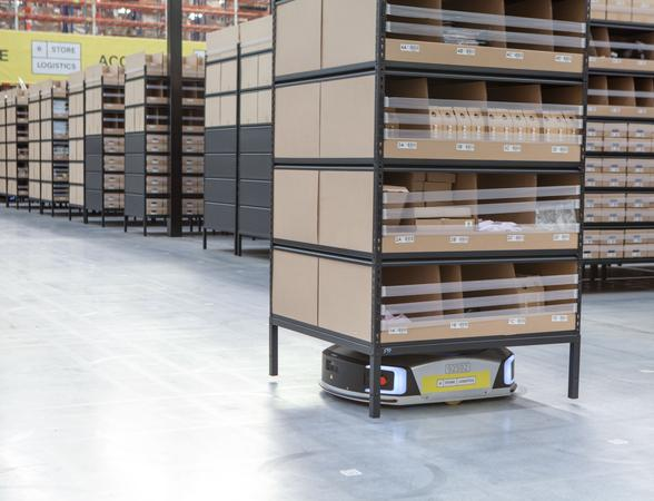Geek+ smart robot in warehouse