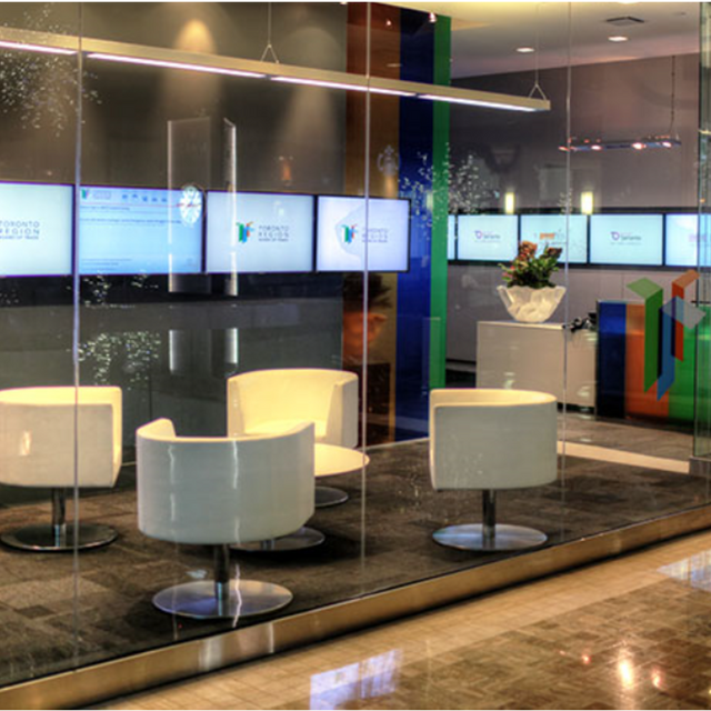 Empower employees and engage customers using Digital Signage